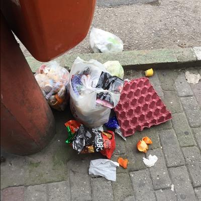 Trash near Çelebi Mehmet Lisesi, İpekçilik Caddesi, Karaağaç Mahallesi, Yıldırım, Bursa, Marmara Region, 16230, Turkey