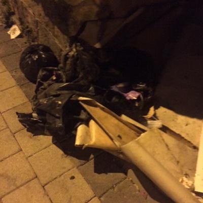 Trash near Genç emlak ipekçilik, İpekçilik Caddesi, Karaağaç Mahallesi, Yıldırım, Bursa, Marmara Region, 16230, Turkey
