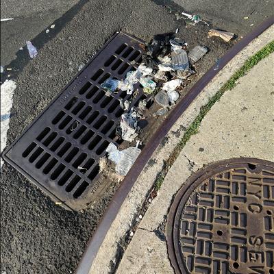 Trash near Chubby Burger, Newtown Avenue, Astoria, Queens, Queens County, New York, 11102, USA