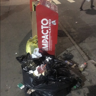 Trash near L Train, Metropolitan Avenue, Williamsburg, Kings County, New York City, New York, 11211, USA