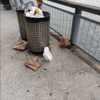 Trash near Pier 11, Financial District, Manhattan Community Board 1, Manhattan, New York County, New York, 10041, USA