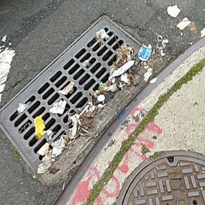 Trash near Chubby Burger, Newtown Avenue, Astoria, Queens, New York, 11102, United States of America